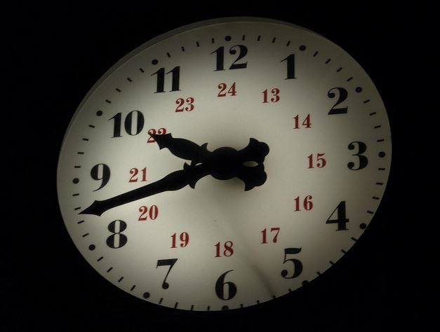 Reloj en la noche  Flickr Intercambio de fotos - Windows Internet Explorer pro_2013-05-06_22-23-48